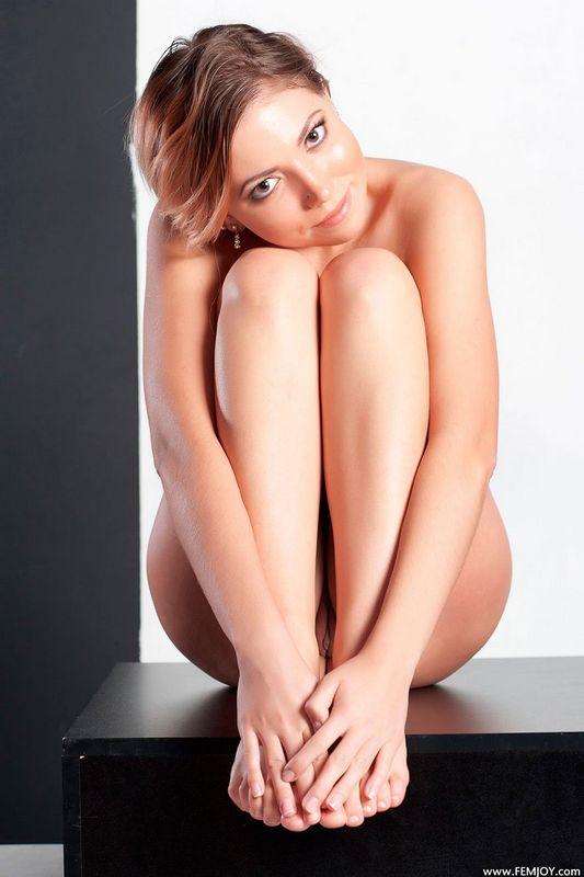 Рулем телки фото клубничка трахает девку